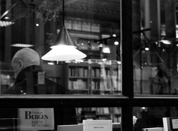 The Man in the Bookstore / photo by Yazuu at Bruxelles